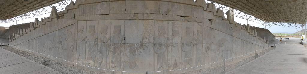 137. Persepolis - Les Mollalpagas en cavale (103)
