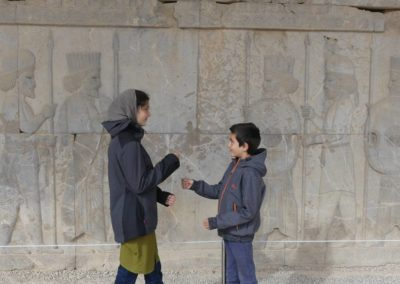 137. Persepolis - Les Mollalpagas en cavale (106)