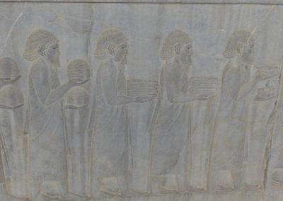 137. Persepolis - Les Mollalpagas en cavale (118)