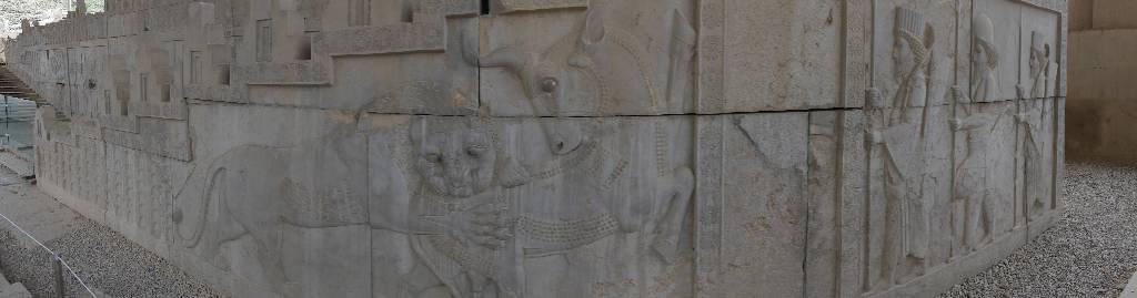 137. Persepolis - Les Mollalpagas en cavale (120)